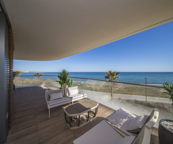 Spectacular frontline beach development