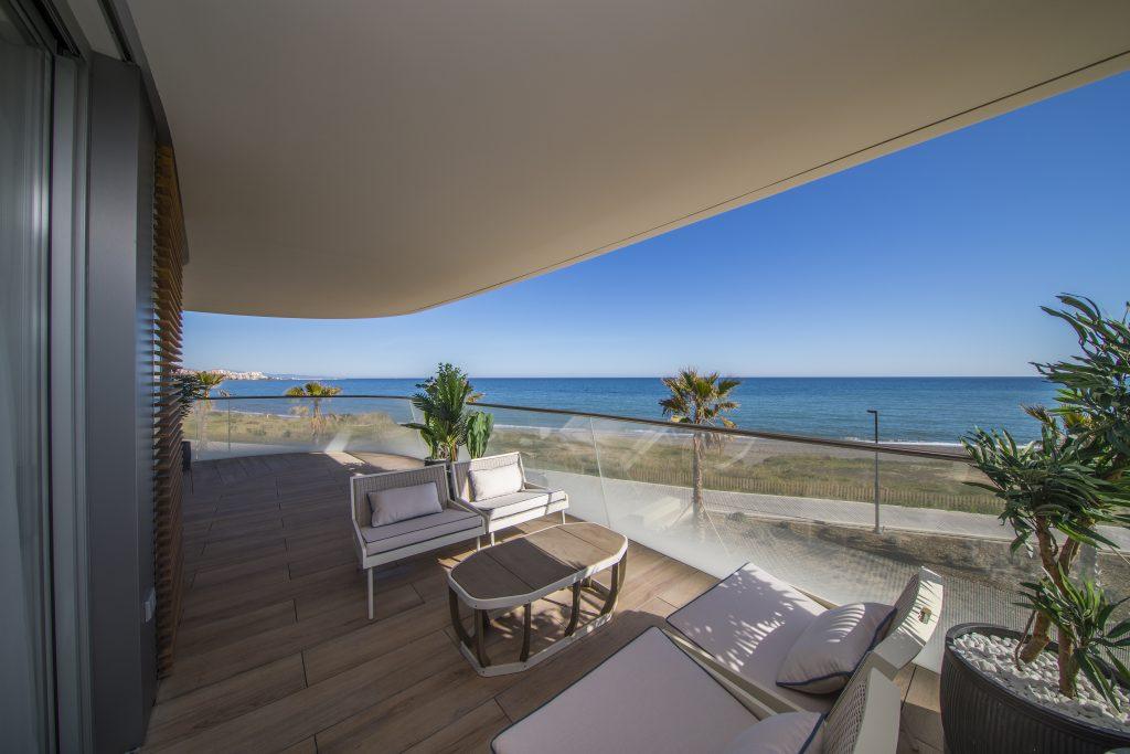 Spectacular frontline beach development